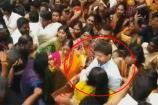 ரசிகர்கள் கூட்டத்தில் மனைவியுடன் சிக்கிக்கொண்ட விஜய்!