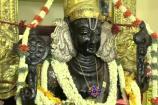 ஆரஞ்சு நிற பட்டு ஆடையில் காட்சியளிக்கும் அத்திவரதர்
