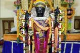 மெஜந்தா நிற பட்டு ஆடையில் காட்சியளித்த அத்திவரதர்