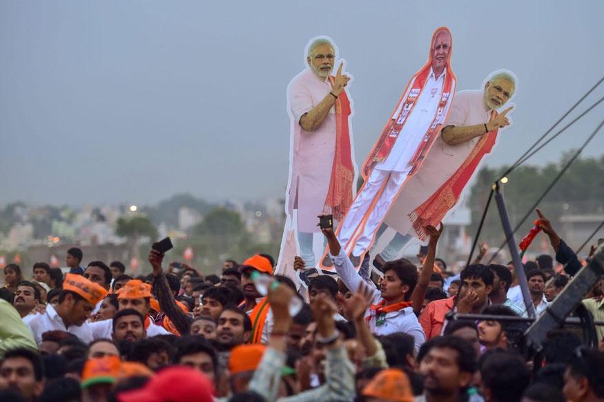 மோடியின் கர்நாடக தேர்தல் பிரச்சார கூட்டத்தில் ஆர்ப்பரிக்கும்பிஜேபி ஆதரவாளர்கள்