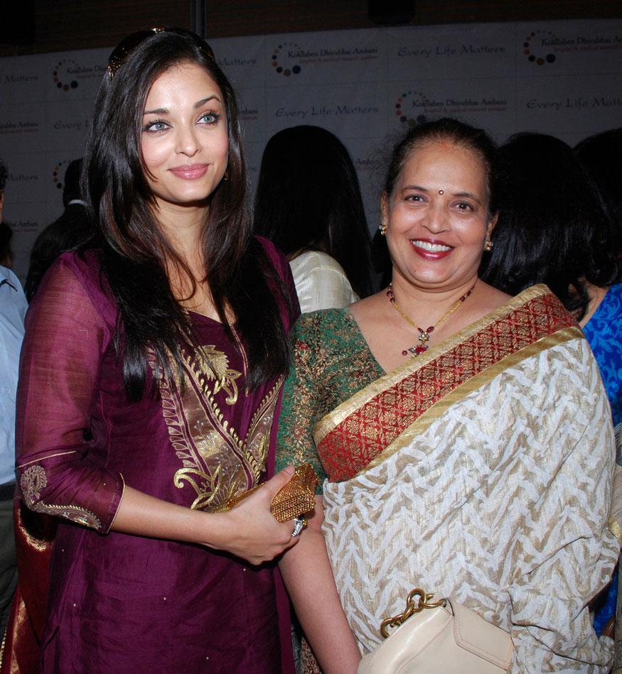 நடிகை ஐஸ்வர்யா ராய் பச்சனுடன் அவரது தாய் விருந்தா ராய்.