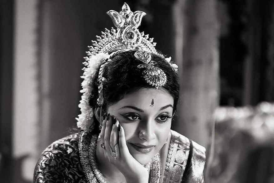 கீர்த்தி சுரேஷ் குந்தவை நாச்சியாராக நடிப்பதாகவும் தகவல்கள் தெரிவிக்கின்றன.