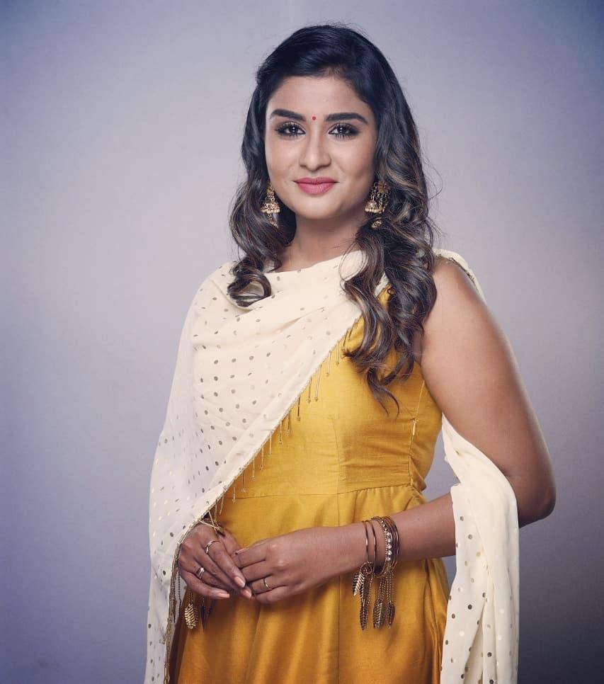 Poove Poochudavaa serial actress Reshma latest photos