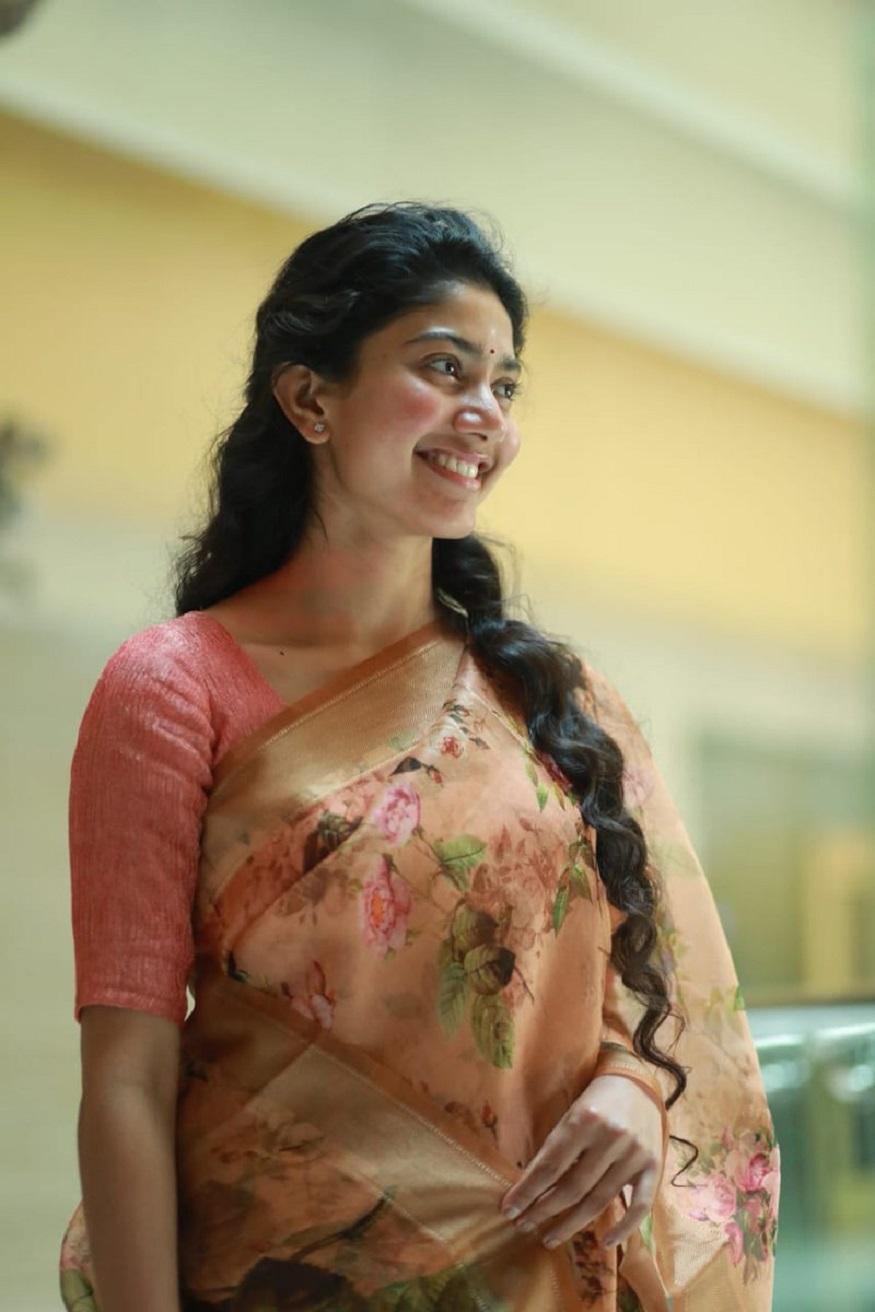 நடிகை சாய் பல்லவி மாரி 2 படத்தில் அராத்து ஆனந்தி என்ற கதாபாத்திரத்தில் நடித்துள்ளார்