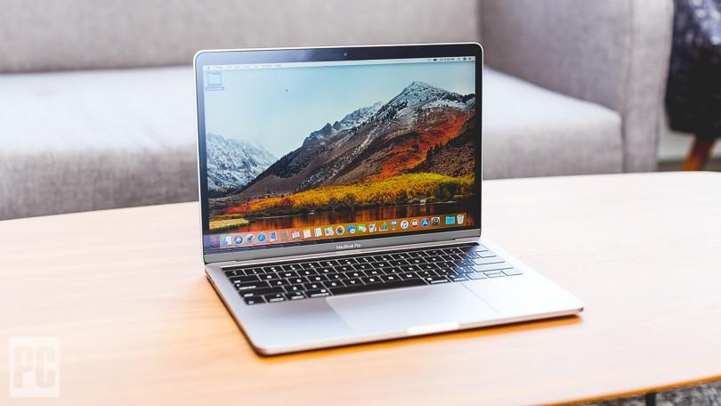 Apple MacBook 2018 மிகச் சிறந்த ஸ்கிரீன் ரெசொலியூசன் கொண்ட கேட்ஜெட் ஆக உள்ளது. உலகின் மிகவும் அப்டேட் தொழில்நுட்பங்கள் உடன் உள்ளது இந்த மேக்.