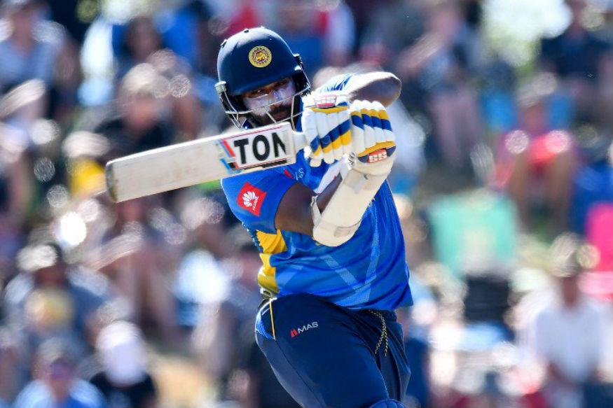 365 ரன்கள் அடித்தால் வெற்றி என்ற கடின இலக்குடன் இலங்கை அணி களமிறங்கியது. முதல் வரிசை வீரர்கள் திக்வெல்லா 46 ரன்களும், தனஞ்ஜயா டி சில்வா 36 ரன்களும், குசல் பெரேரா 43 ரன்களும் எடுத்து ஆட்டமிழந்தனர். (Sri Lanka Cricket)