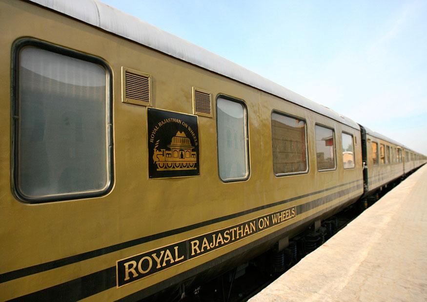 ட்ரெயின் 18 தற்போது சதாப்தி, ராஜ்தானி ரயில்களை 35 சதவீதம் கூடுதலாக வேகத்தில் பயணிக்கும். ஒரு மணி நேரத்தில் 100 கிலோ மீட்டர் தொலைவை கடக்கும். அதிகபட்சம் 180 கிலோ மீட்டர் வேகத்தில் பயணிக்கும்.