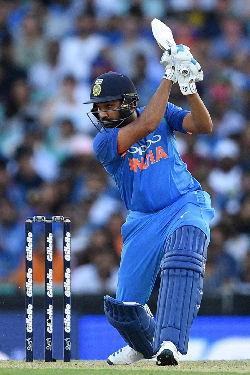 இந்த போட்டிக்கு முன்பு வரை, ரோகித் சர்மா 2,238 ரன்கள் எடுத்து 2-வது இடத்தில் இருந்தார். இந்த போட்டியில் 50 ரன்கள் அடித்ததன் மூலம், 2,288 ரன்கள் சேர்த்துள்ளார். அத்துடன், ரோகித் சர்மா சர்வதேச டி-20 கிரிக்கெட் போட்டியில் 4 சதம், 15 அரைசதம் விளாசியுள்ளார். (CricketAustralia)