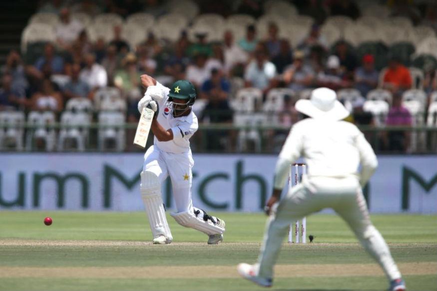 மற்ற வீரர்கள் சொற்ப ரன்களில் வெளியேற பாகிஸ்தான் அணி 294 ரன்களுக்கு அனைத்து விக்கெட்டுகளையும் இழந்தது.(ICC)