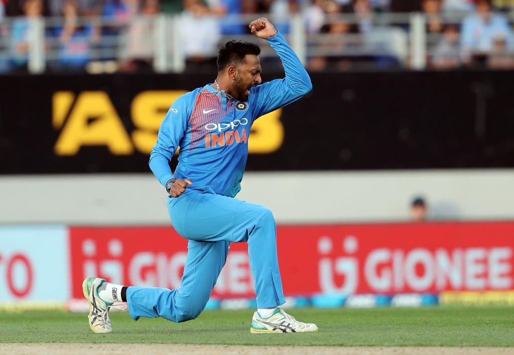 4 ஓவர்கள் வீசி 28 ரன்கள் மட்டுமே விட்டுக்கொடுத்து 3 விக்கெட்டுகளை வீழ்த்திய க்ருனல் பாண்டியா ஆட்டநாயகனாக தேர்ந்தெடுக்கப்பட்டார். (ICC)