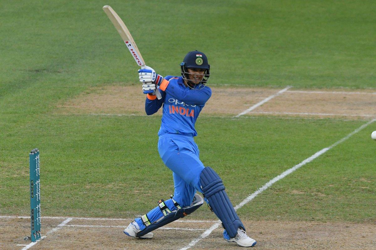 இதனை அடுத்து, ருத்ரதாண்டவம் ஆடிய ஸ்மிரிதி மந்தனா 24 பந்துகளில் அரைசதம் அடித்து, அதிவேகமாக அரைசதம் அடித்து இந்திய வீராங்கனை என்ற சாதனையைப் படைத்தார். ஆனாலும், அவர் 34 பந்துகளில் 58 ரன்கள் விளாசி ஆட்டமிழந்தார். (ICC)