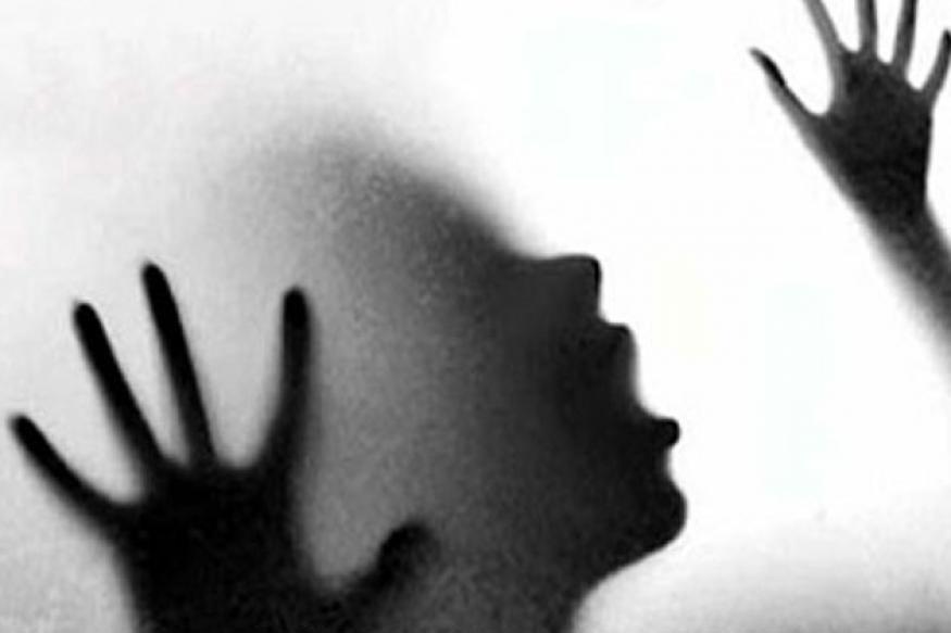 அதில் பெண்ணின் உடல் பாதி எரிந்த நிலையில் சடலமாக மீட்கப்பட்டது.. பின்னர் போலீசாரின் விசாரணையில் அது கடந்த 13-ம் தேதி மாயமான நவோதயா பொறியியல் கல்லூரியில் படிக்கும் மது என்ற மாணவியின் உடல் என்பது தெரியவந்தது.