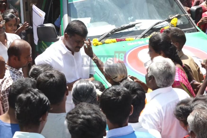 தூத்துக்குடி மாவட்டம் விளாத்திகுளம் சட்டமன்றத் தொகுதி இடைத்தேர்தலில் அதிமுக ,திமுக உள்ளிட்ட 14 வேட்பாளர்கள் போட்டியிடுகின்றனர்.
