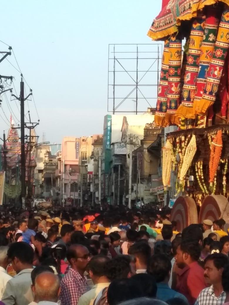 மதுரை மீனாட்சி அம்மன் கோவில் சித்திரை திருவிழா கடந்த 8 -ந் தேதி கொடியேற்றத்துடன் தொடங்கியது. படம்: கருணாகரன்