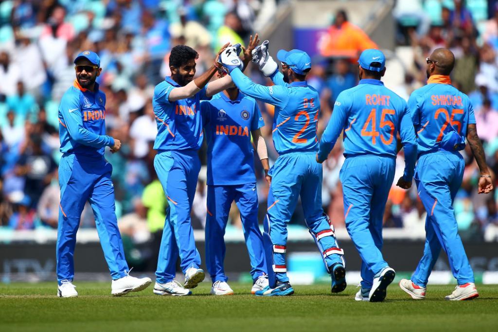 அதிரடியாக ஆடிய கப்திலின் விக்கெட்டை ஹர்திக் பாண்ட்யா வீழ்த்தினார். அப்போது அணியின் ஸ்கோர் 9.4 ஓவர்களுக்கு 37 ஆக இருந்தது