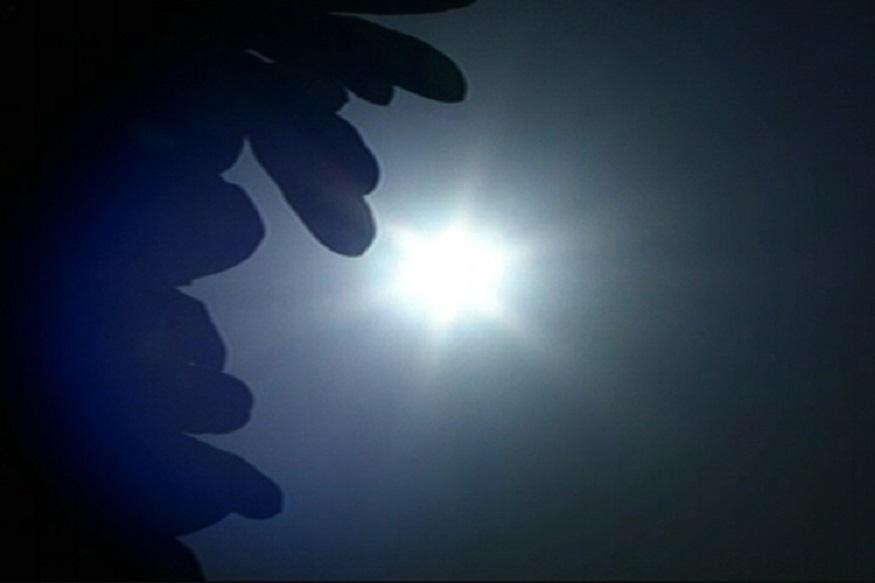 நாளை முதல் அடுத்த மூன்று தினங்களுக்கு வெப்பத்தின் தாக்கம் அதிகரிக்கும் என்று சென்னை மண்டல வானிலை மையம் தெரிவித்துள்ளது.