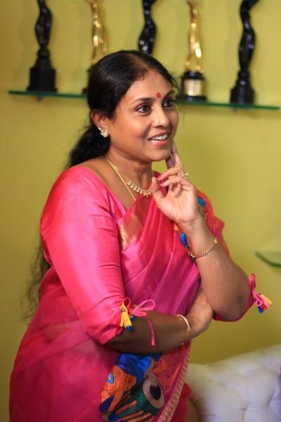 நடிகை சரண்யா பொன்வண்ணன்