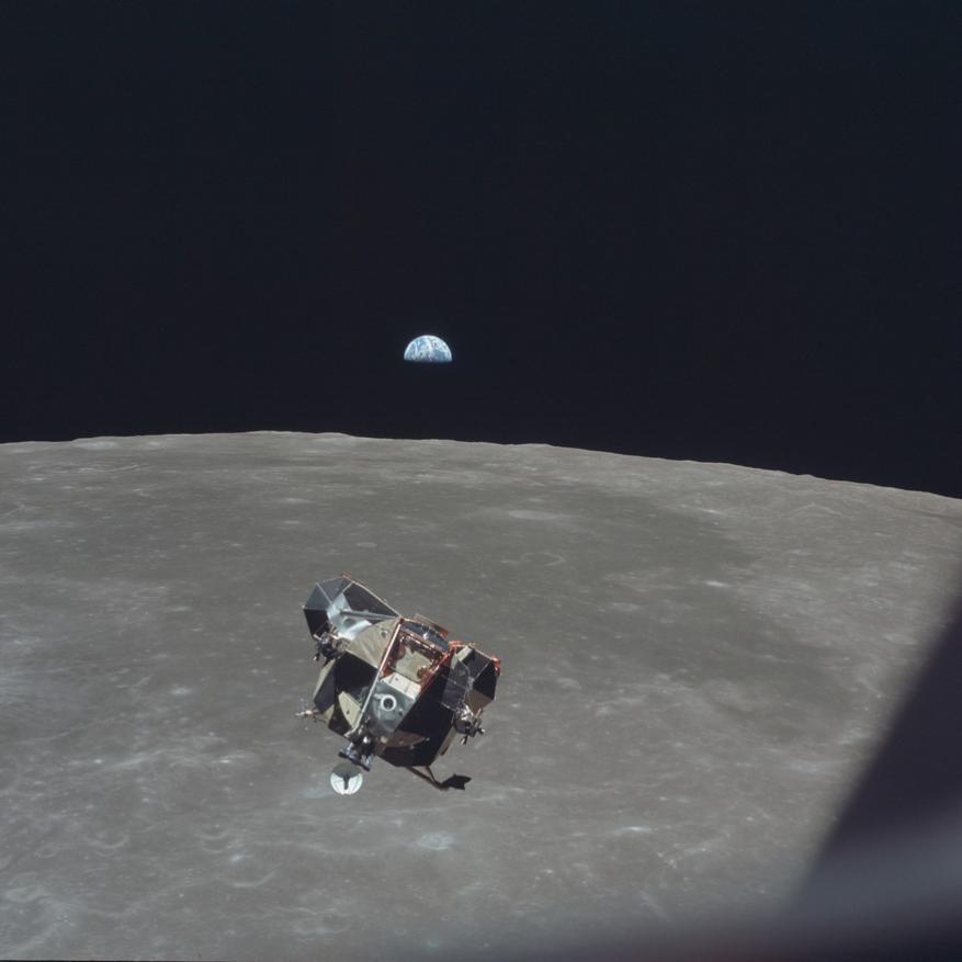 லூனார் விண்கலம் விண்வெளிப்பரப்பில்(Image: NASA/AP)