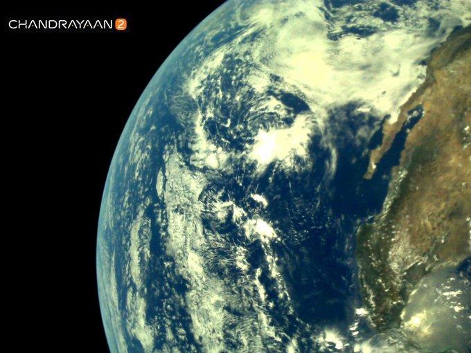 சந்திராயன் 2 விண்கலத்தில்LI4 என்ற கேமரா பொருத்தப்பட்டுள்ளது.