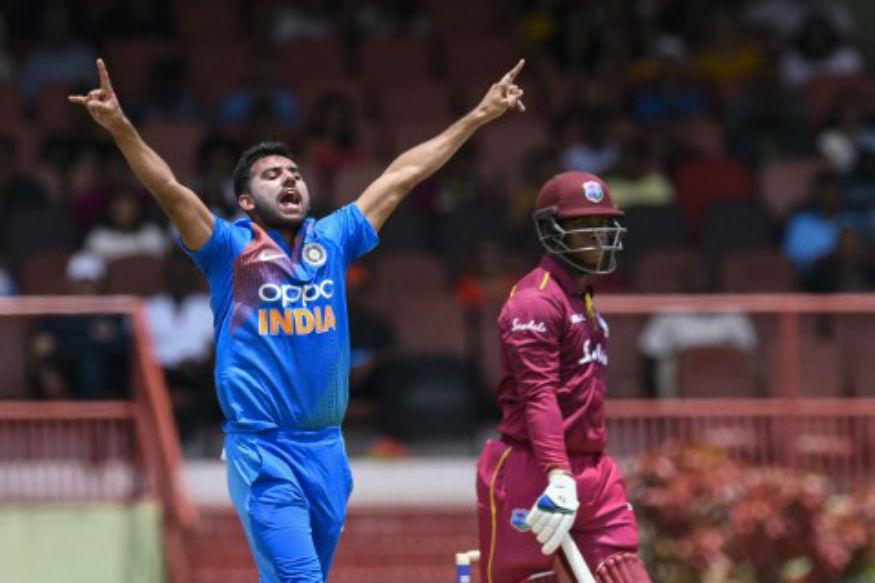 இந்திய அணி 147 ரன்கள் எடுத்தால் வெற்றி என்ற இலக்குடன் களமிறங்கியது. தொடக்க வீரர்கள் தவான் 3 ரன்னிலும் கே.எல்.ராகுல் 20 ரன்னிலும் அவுட்டாகி ஏமாற்றம் அளித்தனர்.