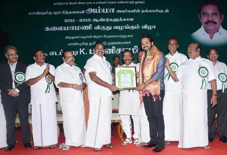 இதன்படி,2011 முதல் 2018-ம் ஆண்டு வரையிலான கலைமாமணி விருதுக்கு தேர்வு செய்யப்பட்ட 201 நபர்களுக்கு விருதுகள் வழங்கும் விழா சென்னை கலைவாணர் அரங்கில் நடைபெற்றது.