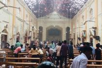 இலங்கை தேவாலயங்களில் குண்டுவெடிப்பு: மஹிந்த ராஜபக்சே, மம்தா பேனர்ஜி கண்டனம்