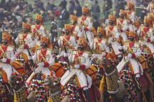 நாட்டின் 69-வது குடியரசு தினத்தையொட்டி தில்லியில் நடைபெற்ற கண்கவர் அணிவகுப்பில் பனி படர்ந்த சூழலில் பவனி வந்த வீரர்கள்