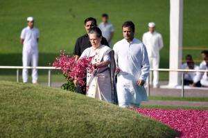 ஜவஹர்லால் நேருவின் 55-வது நினைவு நாள்: சோனியா, ராகுல் அஞ்சலி!