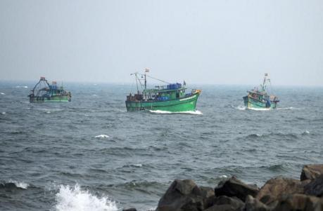 தமிழக மீனவர்கள் 11 பேர் இலங்கை கடற்படையால் கைது