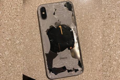 வெடித்துச் சிதறிய iPhone XS Max! ஆப்பிள் மீது முதல் குற்றச்சாட்டு