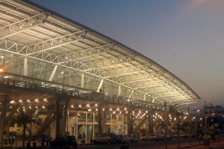 சென்னை விமான நிலையத்தில் 83-வது முறையாக உடைந்த கண்ணாடி