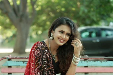 'தல அஜித்' பாடலை விரும்பிக் கேட்கும் 'தளபதி விஜய்' ரசிகை!