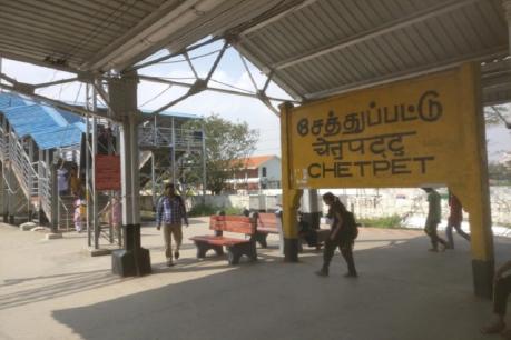 BREAKING சென்னை சேத்துப்பட்டு ரயில்நிலையத்தில் இளம்பெண்ணுக்கு அரிவாள் வெட்டு