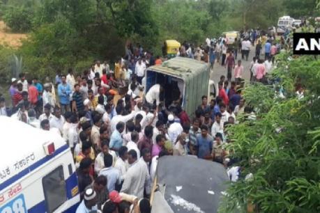 கர்நாடகாவில் ஷேர் ஆட்டோ மீது பேருந்து மோதி விபத்து: 12 பேர் உயிரிழப்பு